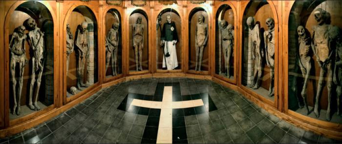 12 самых страшных кладбищ мира (13 фото)