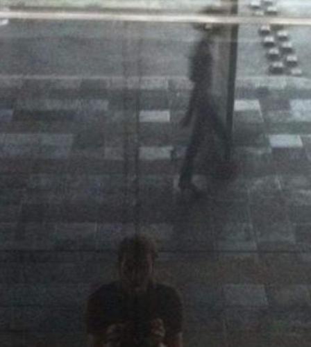 На старом фото обнаружили инопланетянина (2 фото)