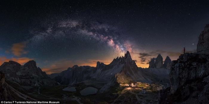 Млечный путь над горным массивом Тре-Чиме-ди-Лаваредо в Италии. Карлос Ф. Туриенцо, Испания. астрономия, конкурс, космос, красиво, лучшее, планеты, фото, фотографы