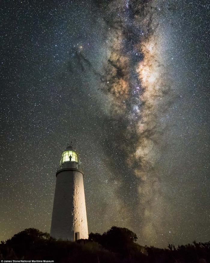 Млечный путь над тасманским маяком. Джеймс Стоун, Австралия. астрономия, конкурс, космос, красиво, лучшее, планеты, фото, фотографы