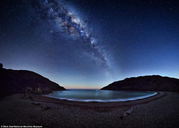 Млечный путь над озером Ротокура в Кейбл Бэй в Новой Зеландии. Марк Джи, Австралия. астрономия, конкурс, космос, красиво, лучшее, планеты, фото, фотографы