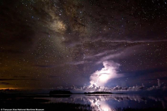 Млечный путь и гроза. Тяньюань Сяо, Австралия. астрономия, конкурс, космос, красиво, лучшее, планеты, фото, фотографы