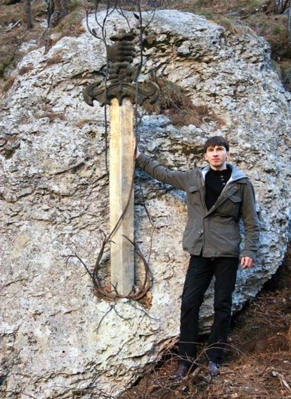 Мечи в камне (16 фото + видео)