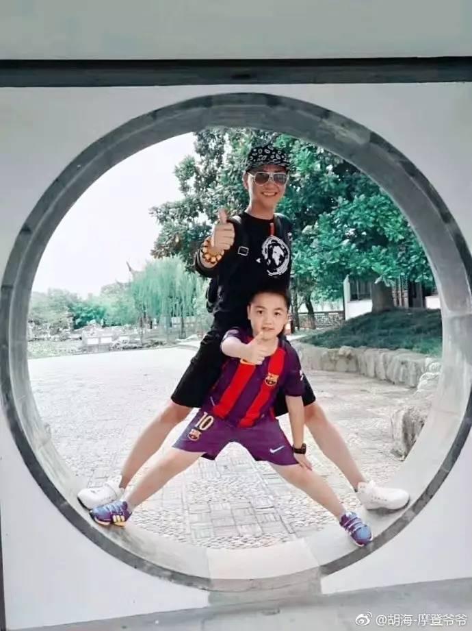 68-летний китаец выглядит максимум на 30 лет (7 фото)