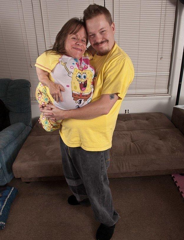 Старшая дочь Катери и сын Малахи унаследовали заболевание матери Стейси Геральд, болезнь, жизнь, истории, маты, несовершенный остеогенез, смерть