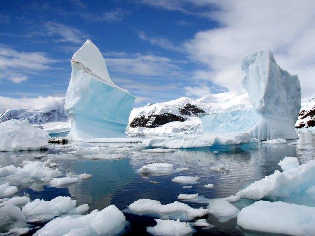 Во льдах Антарктиды нашли космические корабли инопланетян (2 фото + видео)