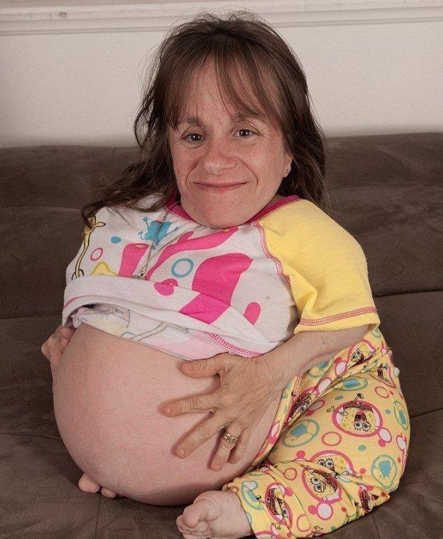 Самая маленькая многодетная мама в мире умерла в возрасте 44 лет (8 фото)