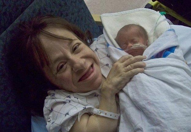Сына Малахи женщина родила в 2010 году посредством кесарева сечения Стейси Геральд, болезнь, жизнь, истории, маты, несовершенный остеогенез, смерть
