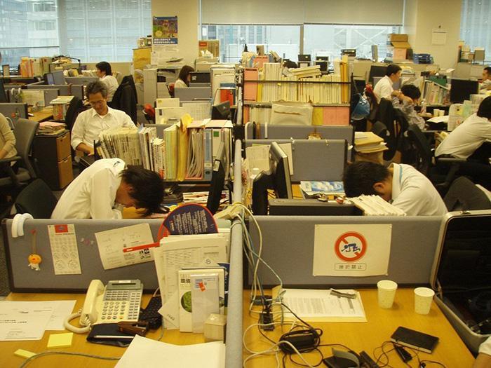Японцы умеют спать практически при любых обстоятельствах.