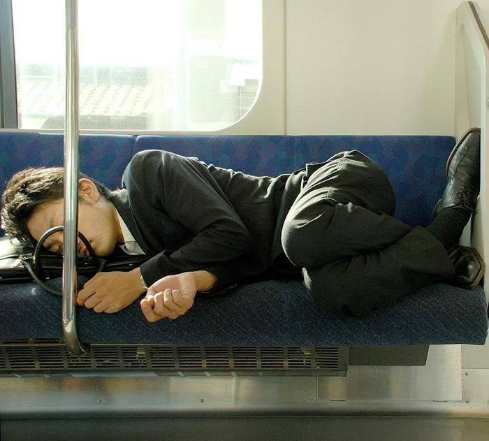 Спать на работе не возбраняется, если только придерживаться определенных правил.