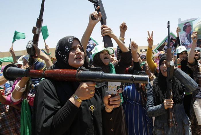 Ливия Призыв: 2 года Воинская обязанность всеобщая. Женщины тоже призываются, равноправие же! Вообще же военная подготовка начинается еще в школе, да и взрослые уделяют ей большую часть свободного времени.