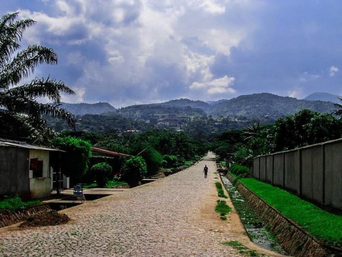 Хотя не везде есть асфальт Бужумбура, Бурунди, Центральная Африка, африка, бедные страны, города Африки, нищие страны
