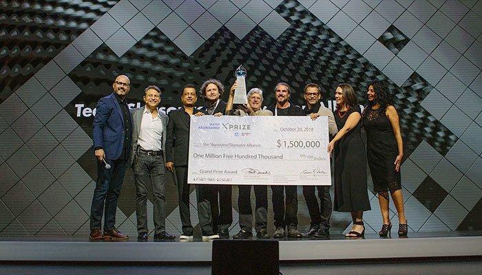 В этом году победителями стали Дэвид Герц и его коллега Рич Гроден. Они представили инновационный генератор WeDew, который эффективно собирает атмосферную воду ynews, атмосфера, вода из воздуха, генератор, инновации, конденсат, конкурс, победитель