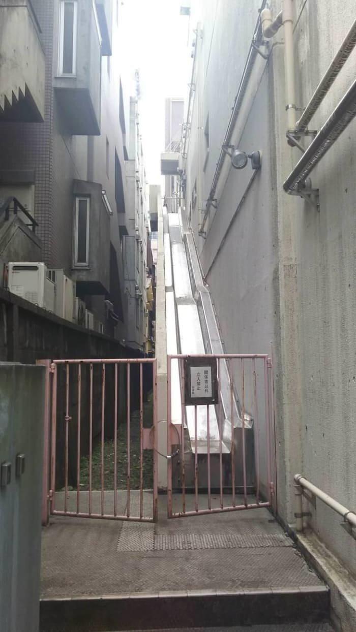 Пожаорные лестницы в Японии - не лестницы, а горки XXII век, вперед в будущее, интересно, познавательно, прогресс, удивительное рядом, япония, японские реалии