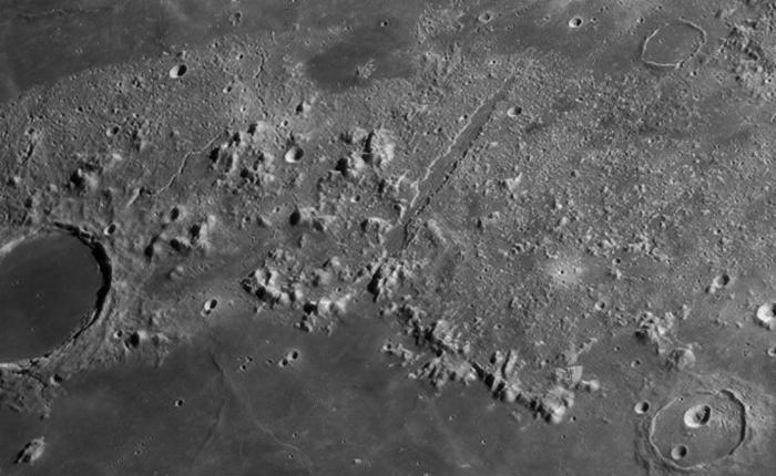 Лунные долины Автор: Дэви ван дер Хувен