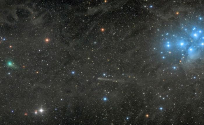 Две кометы с плеядами Автор: Дэмиан Пич