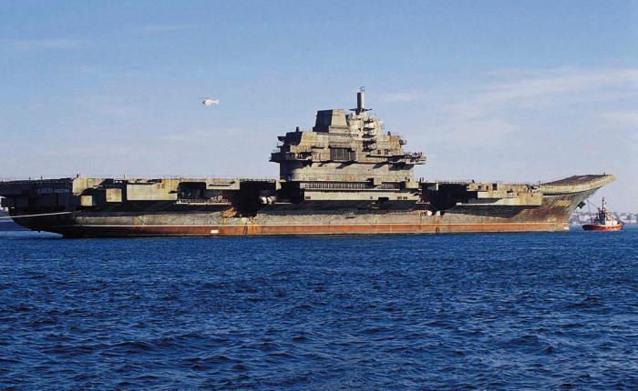 Варяг Класс судна: авианесущий крейсер «Варяг» должен был стать главным тяжелым авианесущим крейсером (ТАВКР) в составе ВМФ России. Однако при разделе Черноморского флота еще не достроенное судно досталось Украине, также законсервировавшей строительство на стадии в 67%. В таком состоянии несчастный «Варяг» и был продан китайской компании — якобы для организации плавучего центра развлечений и казино. Естественно, никакого казино бедные китайские пролетарии так и не увидели: в 2011 году авианосец «Ши Лан» внезапно вышел на испытания в Желтом море, после чего был зачислен в состав ВМФ КНР.