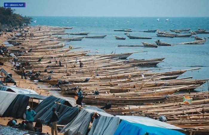 Типичные лодки рыбаков Бужумбура, Бурунди, Центральная Африка, африка, бедные страны, города Африки, нищие страны