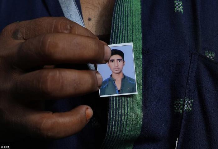 Сарфаразу было всего 19 лет демонстрация, индия, канализация, каста, неприкасаемые, протесты, социальные проблемы, уборщики