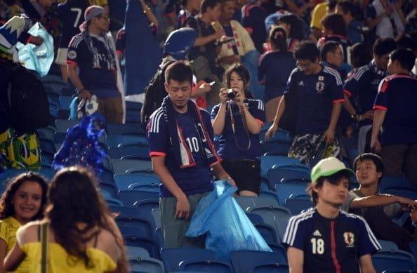 На чемпионате мира по футболу-2014 японские болельщики после игр своей команды оставались на трибунах и убирали как свой сектор, так и сектор соперников XXII век, вперед в будущее, интересно, познавательно, прогресс, удивительное рядом, япония, японские реалии