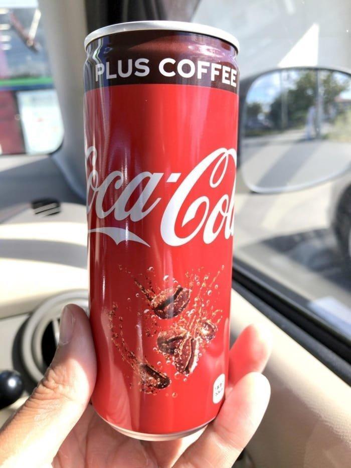 Для желающих взбодриться в продаже имеется кока-кола с добавлением кофе XXII век, вперед в будущее, интересно, познавательно, прогресс, удивительное рядом, япония, японские реалии