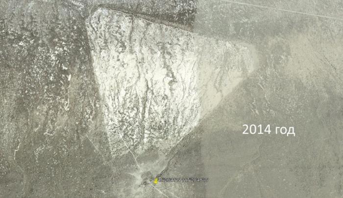 На картах Google Earth в пустыне Невады обнаружили огромный белый треугольник. Место приземления НЛО?