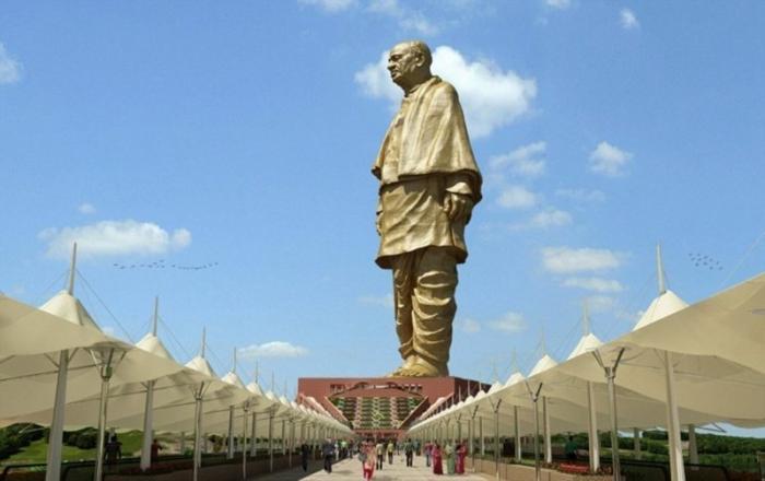 В Индии возвели самую высокую статую в мире, и чтобы оценить масштаб, нужно взглянуть на её ноги (8 фото)