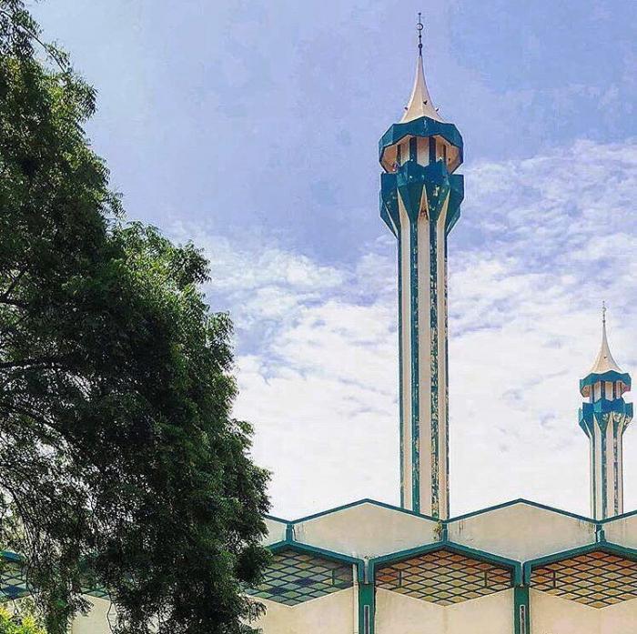 На фото минареты соборной мечети Бамако, которая является одним из самых больших строений в стране. Её возвели в 70-х годах на деньги Саудовской Аравии Бамако, Западная Африка, мали, путешествия, столица Мали, столицы Африки, столицы стран мира