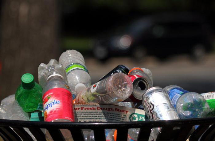 Некоторые мировые бренды решили отказаться от использования одноразового пластика (4 фото)