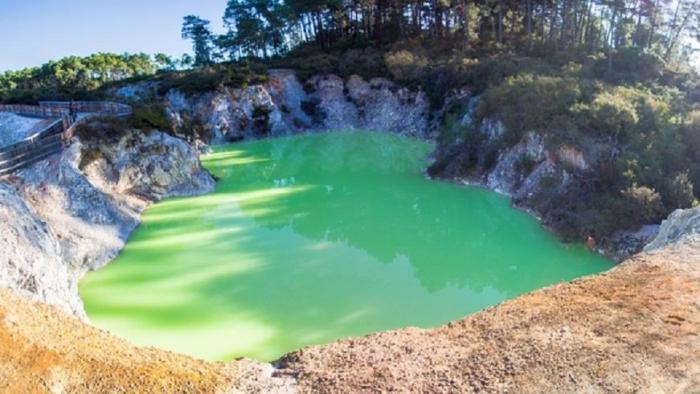 Настоящее природное чудо - Ванна Дьявола (3 фото)