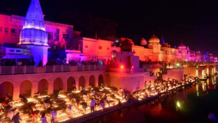 В Индии на празднике Дивали установлен новый мировой рекорд (2 фото)