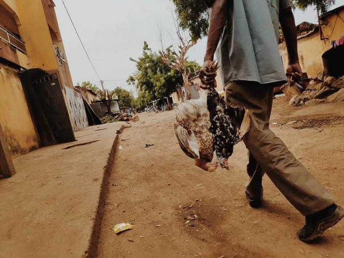 Твёрдое дорожное покрытие — редкое явление даже для столицы государства Бамако, Западная Африка, мали, путешествия, столица Мали, столицы Африки, столицы стран мира