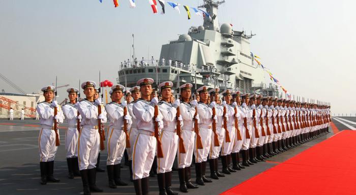 Основа Теперь КНР обладает авианосцем, вполне сравнимым с русским «Адмиралом Кузнецовым». По сути, это однотипные суда, обладающие практически идентичными базовыми характеристиками скорости и размера. Даже взлетная платформа для самолетов выполнена в одном стиле. Основные различия касаются систем вооружения и радиоэлектронного оснащения: китайцы предпочли задела пусковые шахты ракет «Гранит», чтобы получить больше места для стоянки самолетов.