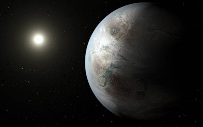 За пределами видимости Вполне возможно, что жизнь, все же, может зарождаться только в условиях, похожих на земные. Это будет означать только одно: единственный шанс обнаружить инопланетян существует только за пределами Солнечной системы. В июле прошлого года, ученые обнаружили чрезвычайно похожую на Землю планету, на расстоянии в 1400 световых лет. Ее размер, орбита, солнце и даже возраст полностью повторяют наши условия. Таким образом, нет никаких затруднений к зарождению жизни на поверхности этой планеты.