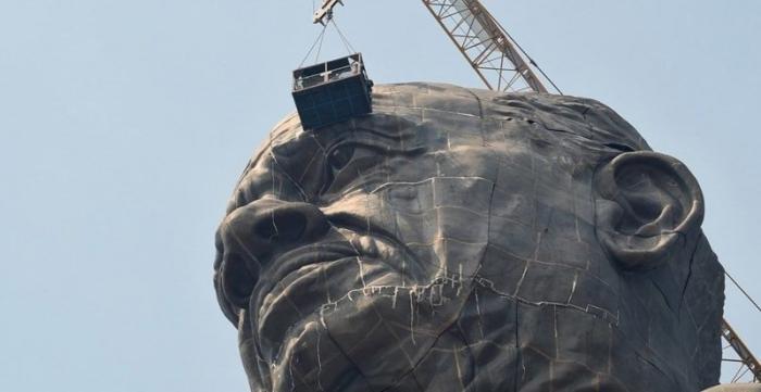 В Индии возвели самую высокую статую в мире, и чтобы оценить масштаб, нужно взглянуть на её ноги в мире, габариты, индия, новости, размер, статуя