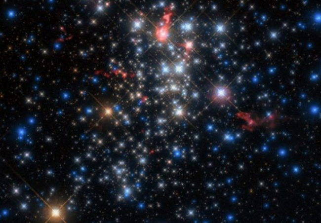 Звезды с яркими кометоподобными хвостами