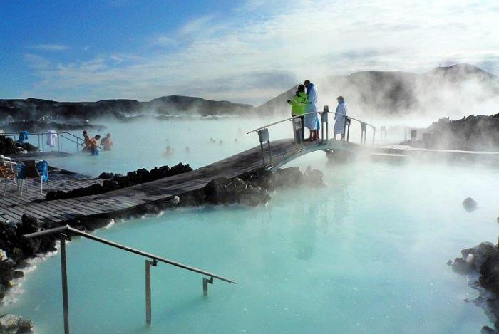 Почему Исландия - зеленая, а Гренландия - ледяная? (10 фото)