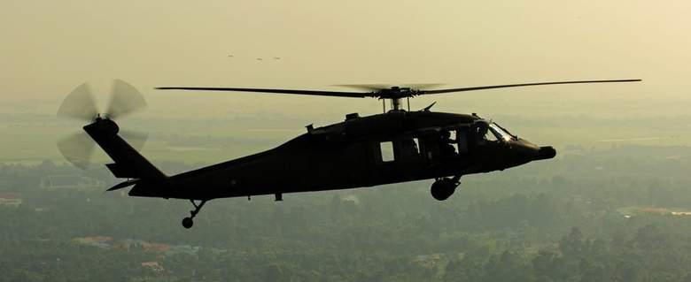 Черные вертолеты, меняющие свою форму (3 фото + видео)