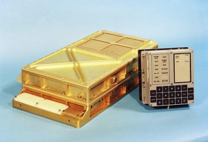 Компьютер Apollo Guidance Computer (AGC)