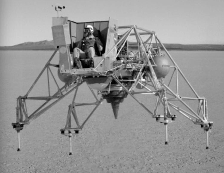 Что общего между американским тренажером для посадки на Луну и советским турболетом 1955 года (12 фото + видео)