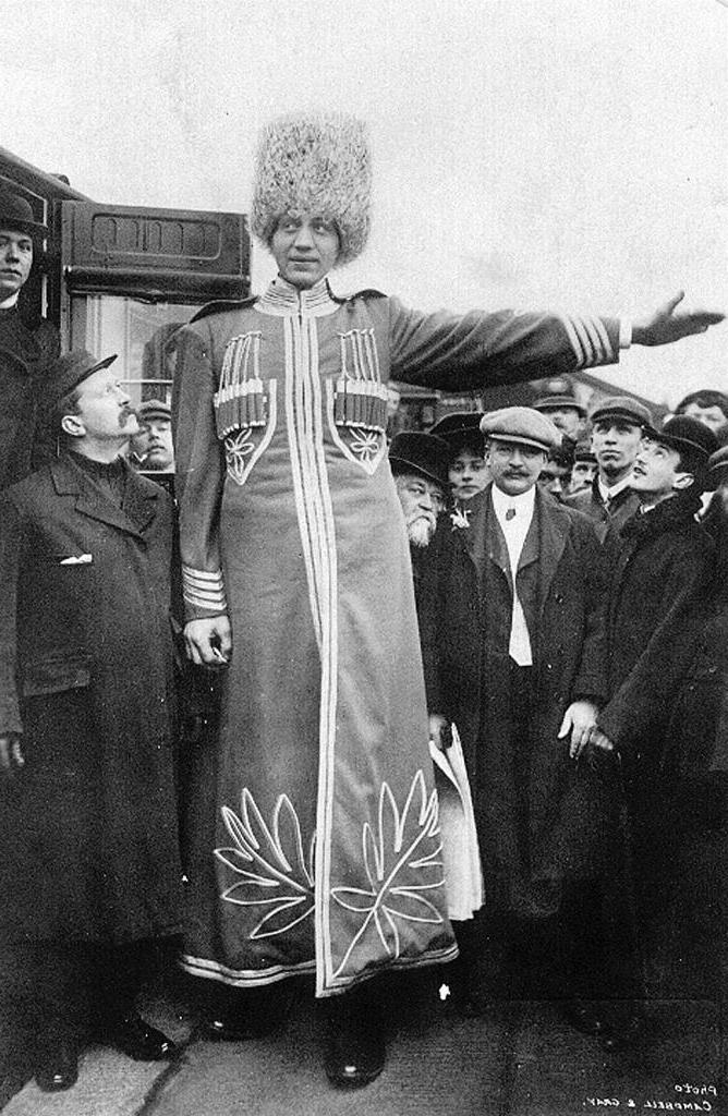 махно высокий человек фото честь праздников