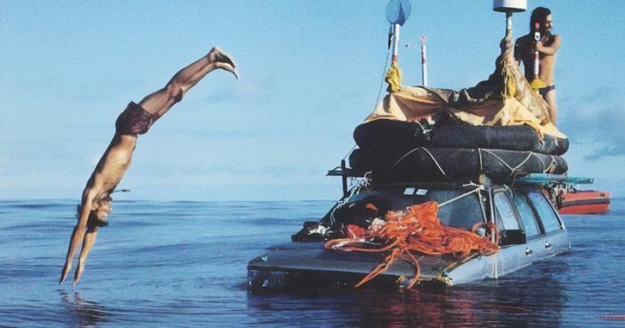 Любители приключений переплыли океан на машине