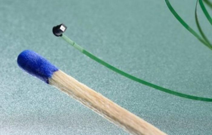 Создана первая в мире миниатюрная камера такого размера, что умещается на кончике иглы (3 фото)
