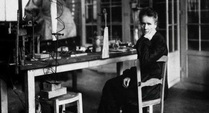 Мария Кюри в своей лаборатории, где она провела большую часть своей взрослой жизни.