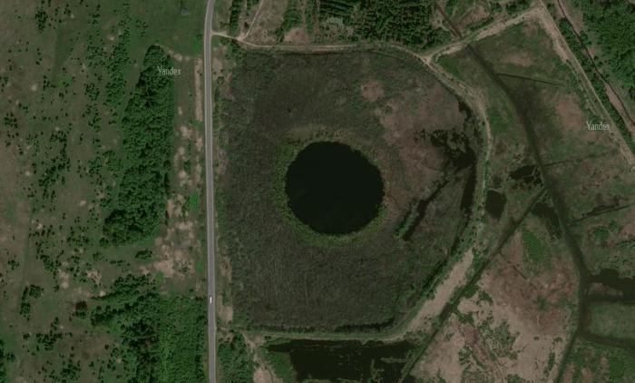 Озеро в 60 км от Москвы, у которого больше 100 лет не удается найти дно (4 фото)
