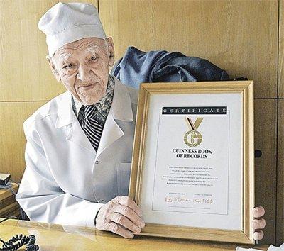 103-летний хирург Углов раскрыл секреты долголетия. Это стоит знать каждому! (4 фото)