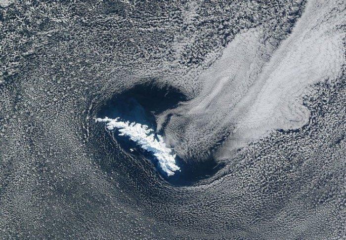 Как выглядит самый большой айсберг в мире и чем он опасен? (5 фото)