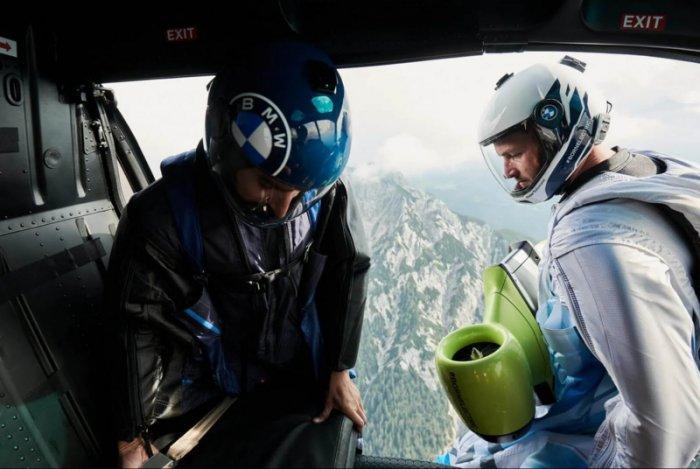 Летящий на крыльях — как костюм-парашют позволяет парить со скоростью 300 км/ч