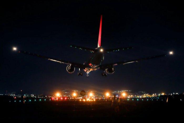 Красный, зеленый, белый — почему огни самолета разного цвета