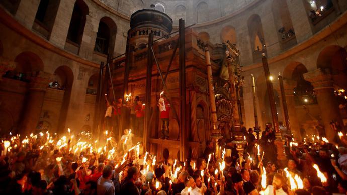 Иерусалимская свеча: как зажигать и каково значение цветов